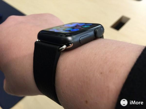 apple-watch-sport-avec-bracelet-milanais-boucle-moderne-et-cuir-8